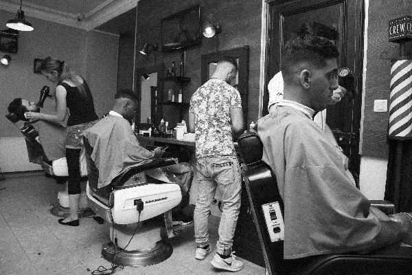 BarberKing Paris Tendance raser salon coiffage coupe de cheveux barbe barbier
